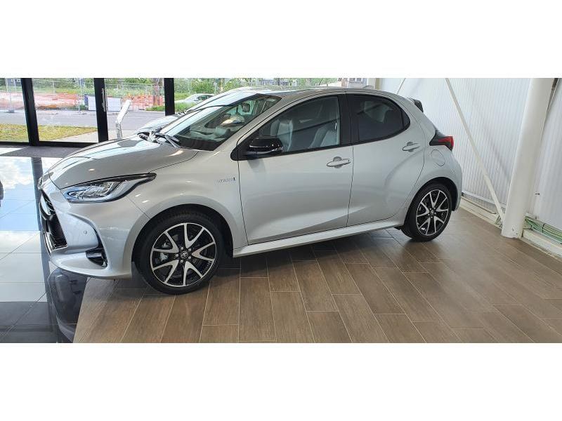 Nieuw Toyota Yaris 5 d. 1.5 Hybrid e-CVT Style LHD 1F7 - ULTRA SILVER METALLIC 1