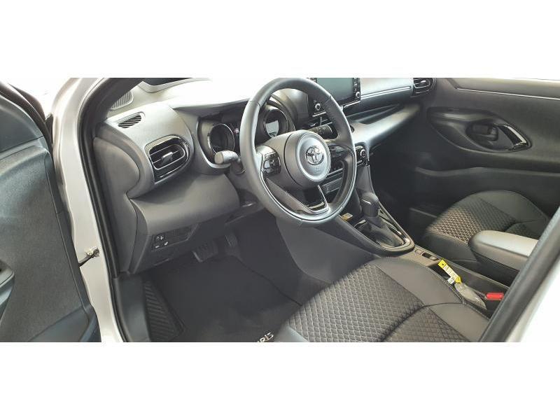Nieuw Toyota Yaris 5 d. 1.5 Hybrid e-CVT Style LHD 1F7 - ULTRA SILVER METALLIC 3