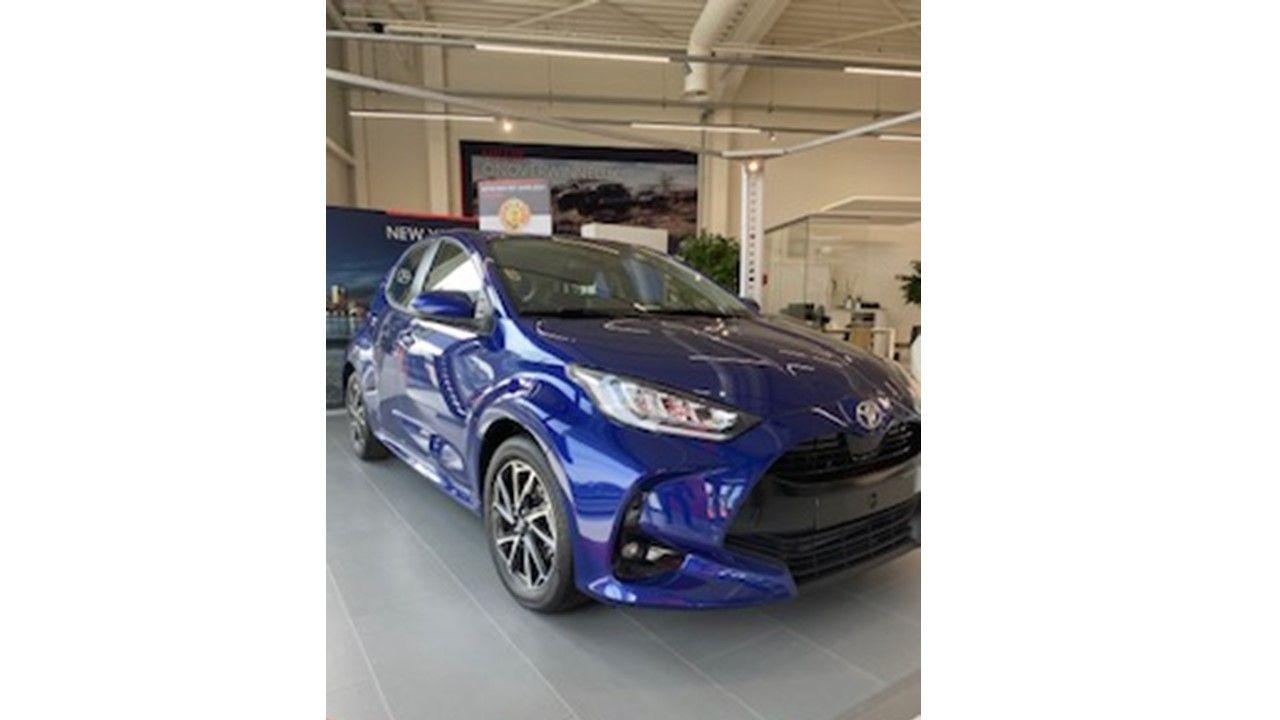 Nieuw Toyota Yaris 5 d. 1.5 VVT-iE 6MT Iconic LHD 8W7 - COBALT BLUE METALLIC 1