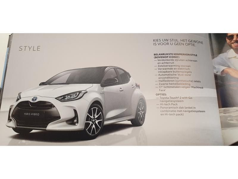 Nieuw Toyota Yaris 5 d. 1.5 Hybrid e-CVT Style LHD 1F7 - ULTRA SILVER METALLIC 12