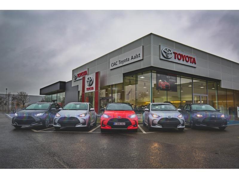 Nieuw Toyota Yaris 5 d. 1.5 Hybrid e-CVT Style LHD 1F7 - ULTRA SILVER METALLIC 13
