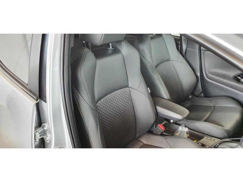 Nieuw Toyota Yaris 5 d. 1.5 Hybrid e-CVT Style LHD 1F7 - ULTRA SILVER METALLIC 4