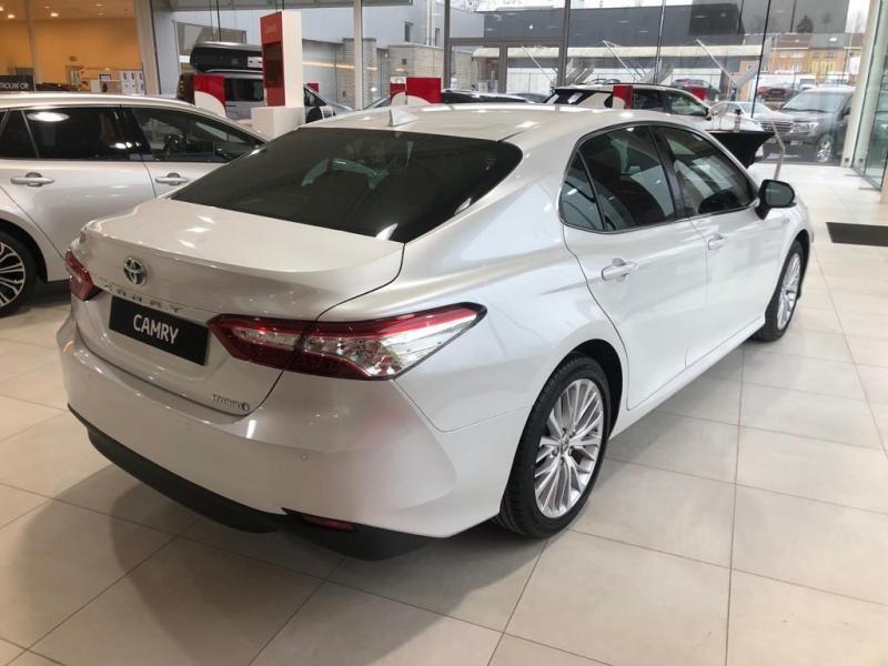 Nieuw Toyota Camry Sedan 2.5 Hybrid e-CVT Premium LHD 089 - WHITE PEARL MC 12