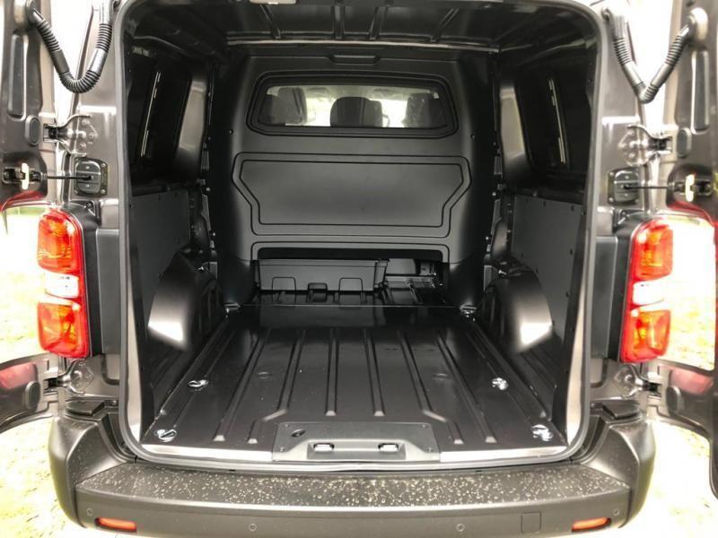 Nieuw Toyota Proace Double Cab LONG 2.0L Diesel 120hp AT Com EVL - DARK GRAY METALLIC 11