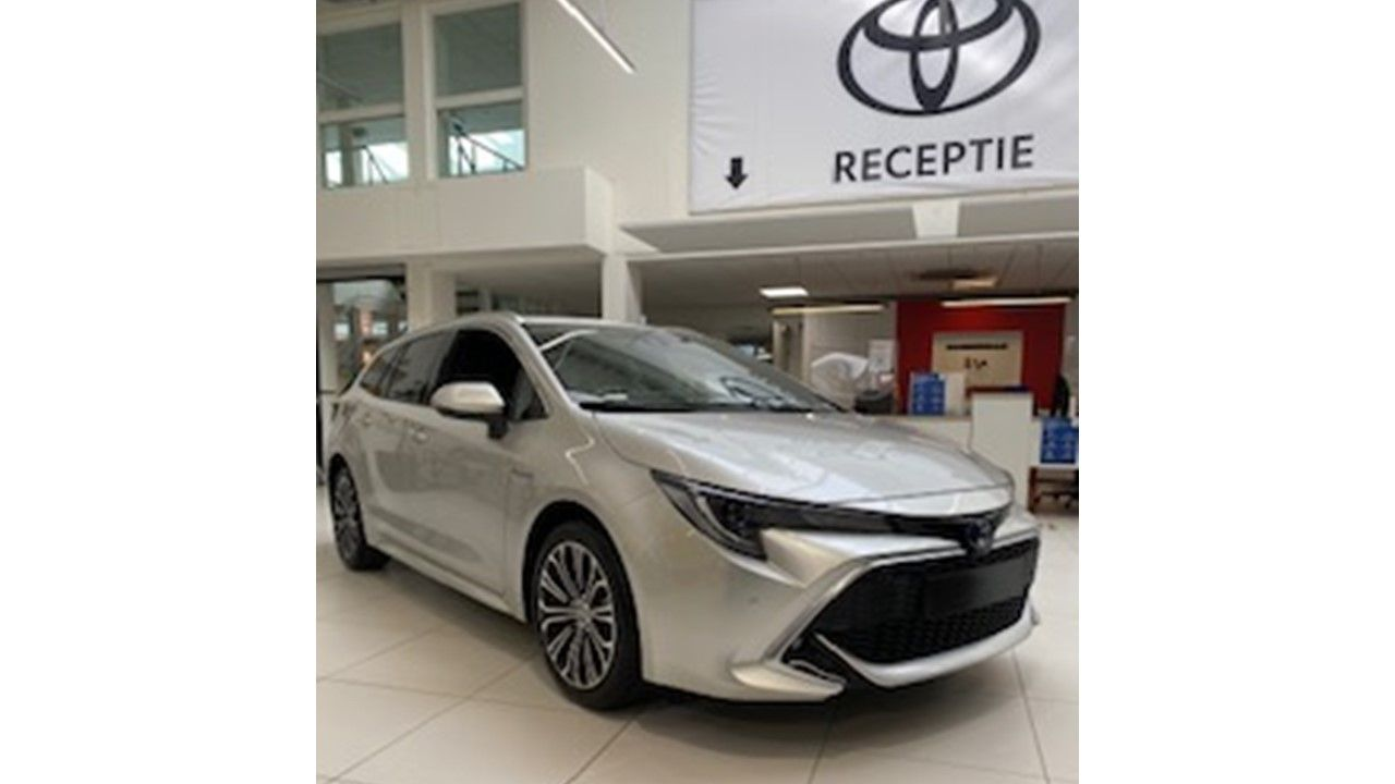 Nieuw Toyota Corolla hb & ts Touring Sports 1.8 Hybrid CVT Premium LH 1J6 - PRECIOUS SILVER METALLIC 1