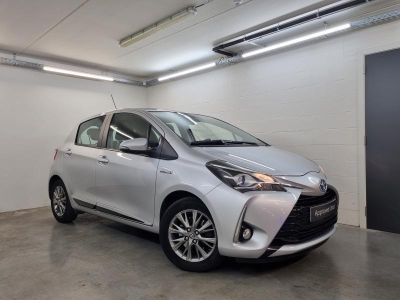 Occasie Toyota Yaris 5 d. 1,5 Hybrid e-CVT Comfort & Pack Y-C 1F7 - ULTRA SILVER METALLIC 2
