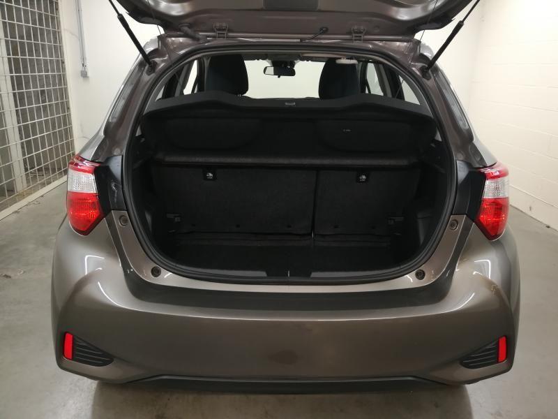 Demo Toyota Yaris 5 d. 1,5 Hybrid e-CVT Comfort & Pack Y-C 1G2 - PLATINIUM BRONZE METALLIC 7